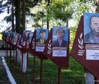 Біля пам'ятника Героям павших в боях за Батьківщину 1941-1945.