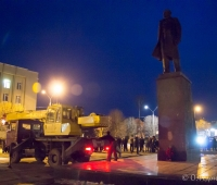 Підготовка до повалення пам'ятника