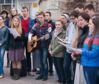 Співає молодь Римо-Католицької церкви