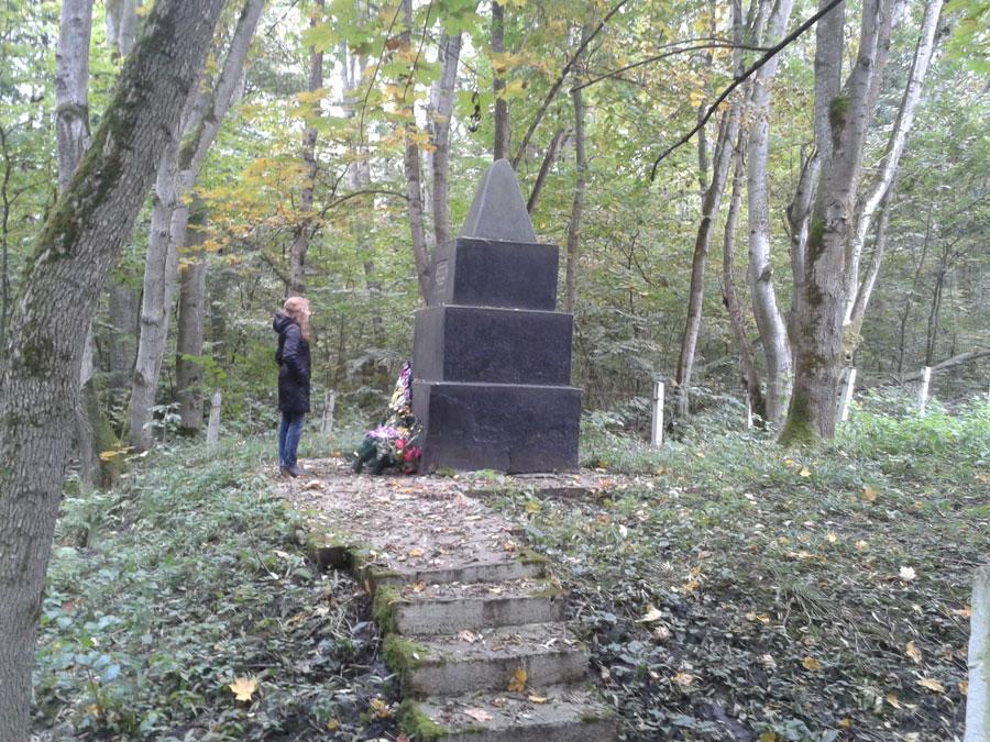 Посещение братских могил под Маневцами. Октябрь 2013