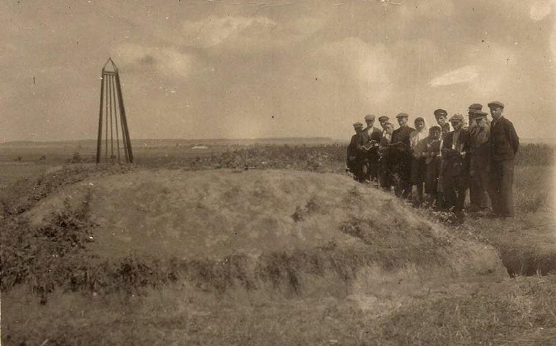 Manivtsy 1947. First visit to a mass grave. a
