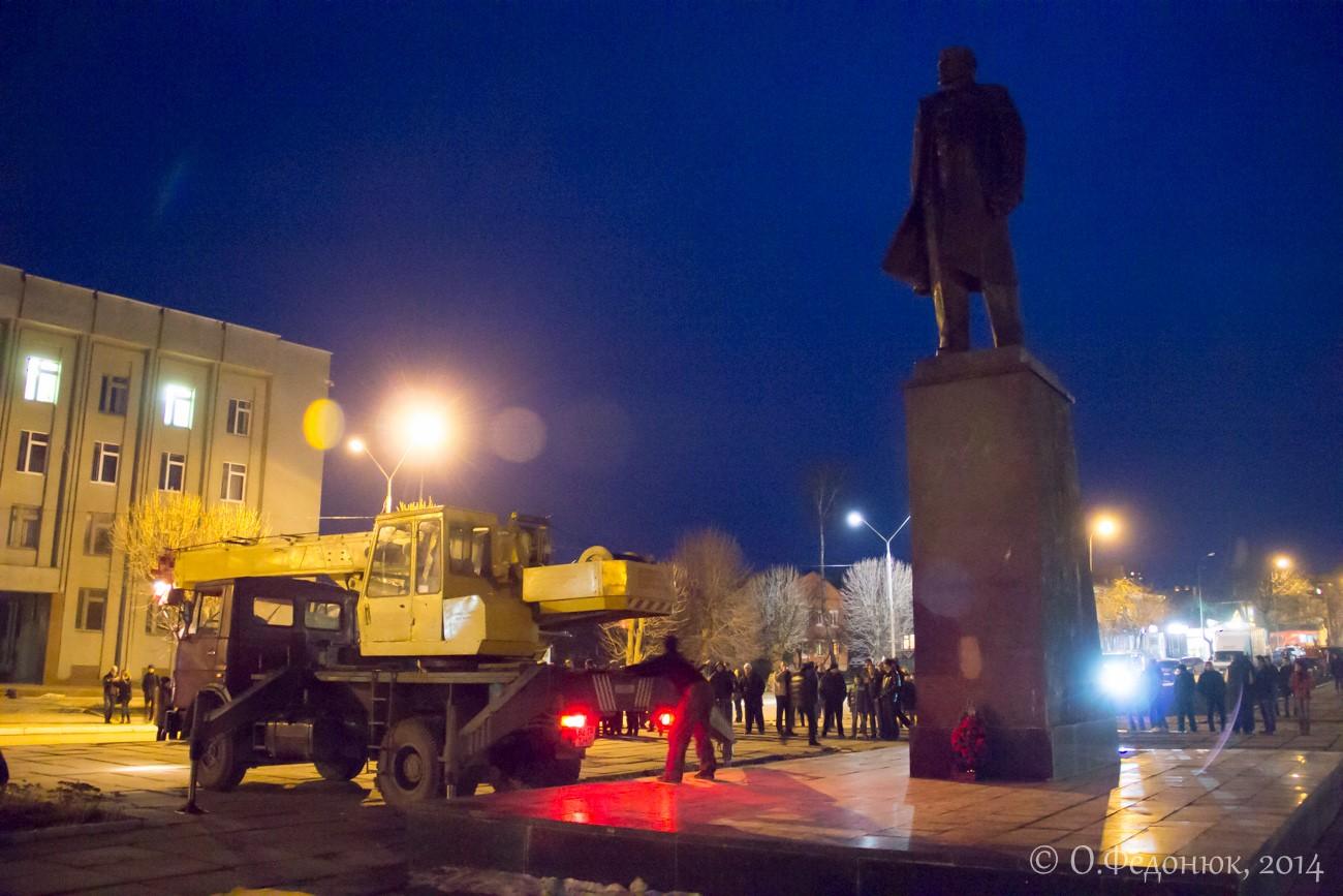 У Красилові звалили пам'ятник Леніну