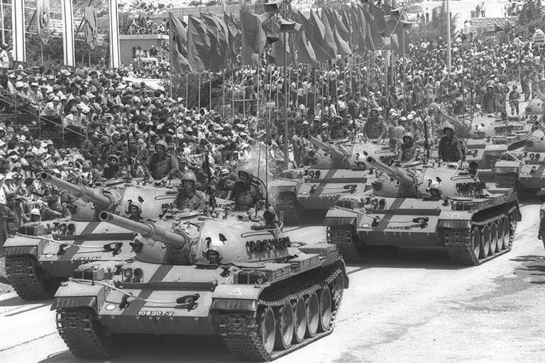 Захваченные у арабов трофейные русские танки. Парад в Иерусалиме
