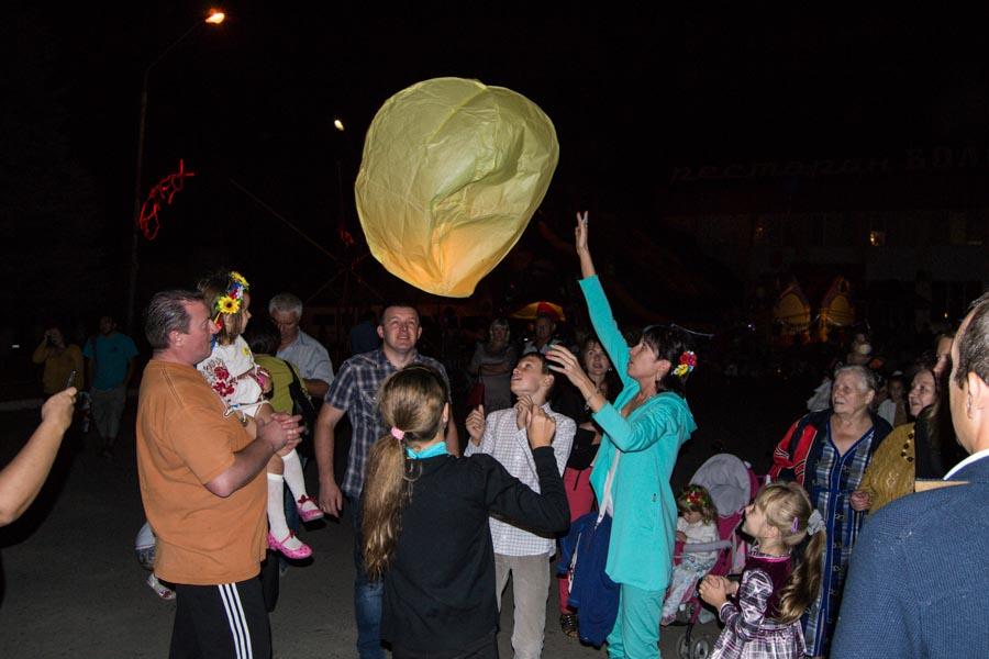 Запуск небесних ліхтариків на День міста