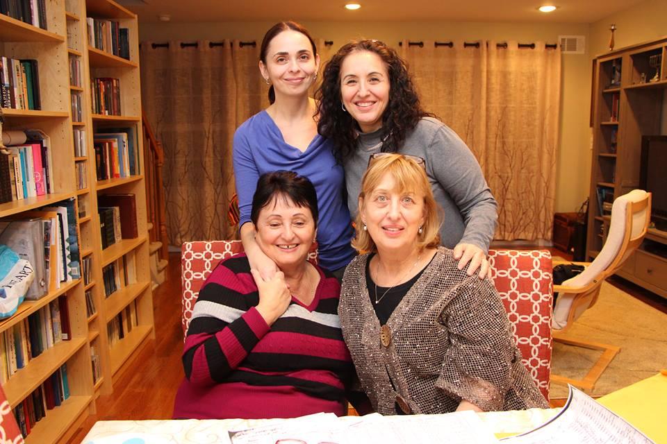 Anna Feldman, Stacy Safron, Mira (Ilia Feldman), Linda Safron Luks