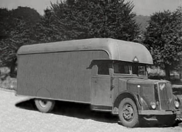 Немцы могли использовать вот такую машину. Это австрийский Заурер - коммерческий фургон фирмы Мартин Флатц. Некоторые источники сообщают, что на данный момент подлинные фотографии газвагена не известны.