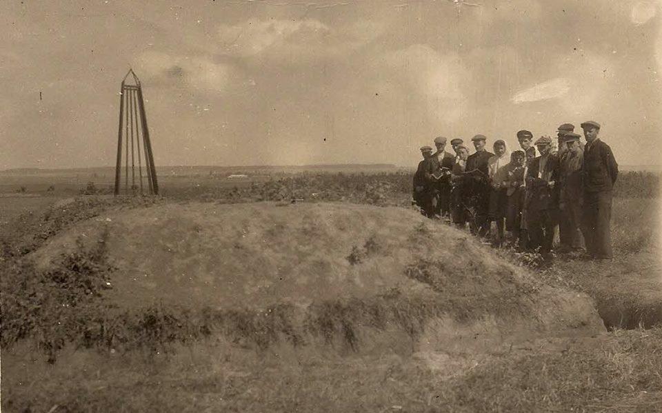 1947 р. — євреї читають молитву Кадиш (молитва за померлими)