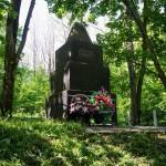Памятник Жертвам фашизма 1942 г. с.Маневцы.  9 мая 2014 г.