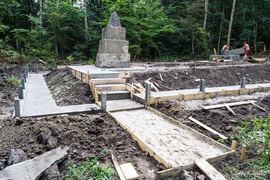 Допоможіть відновити єврейські братські могили в с.Манівці