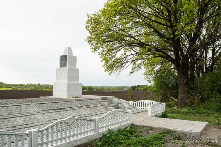 Еврейские братские могилы в Маневцах. Реконструкция завершена