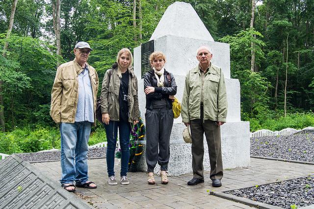 Георгий Нуделев посетил могилы в Маневцах