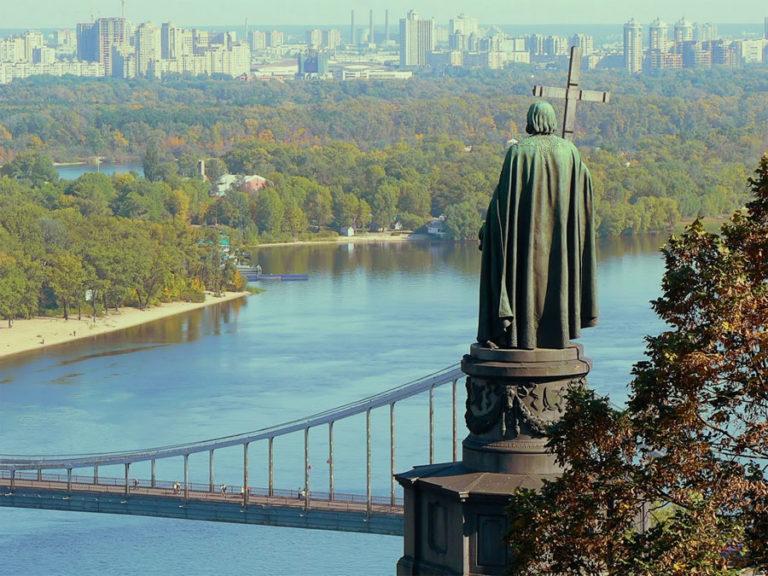"""В Хмельницькому відбувся круглий стіл """"Витоки, становлення та утвердження православ'я на Поділлі – Хмельниччині"""""""